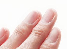 爪が伸びるのが早い原因は?年齢・性別からも分かる爪の状態!
