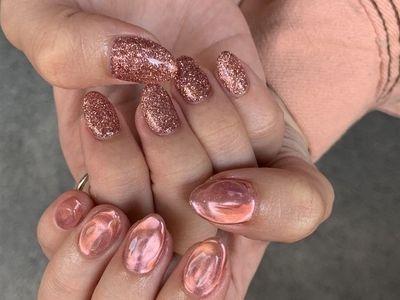 ピンクのキラキラネイル 【担当】浜田