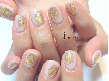 金箔×ヌーディカラー塗りかけネイルのサムネイル