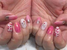 ピンクいちごネイル