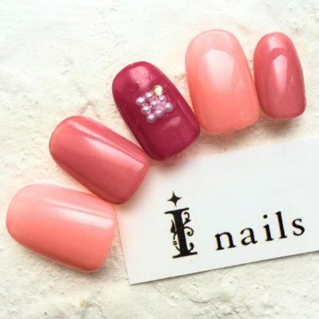 ピンクネイルのサムネイル