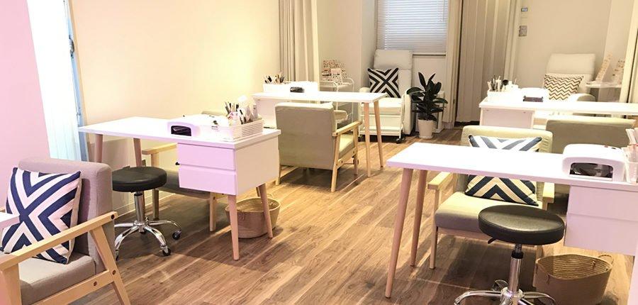 is interior design for me nail salon for me nail salon pinterest 多彩なデザインとアットホームな雰囲気が人気のネイルサロンです。 大人気の定額ジェルネイルは200種類以上のデザインサンプルをご用意。